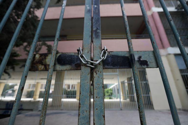Τα δύο σενάρια για το άνοιγμα των σχολείων – Ημερομηνίες «κλειδιά» για εστίαση και λιανεμπόριο | tanea.gr