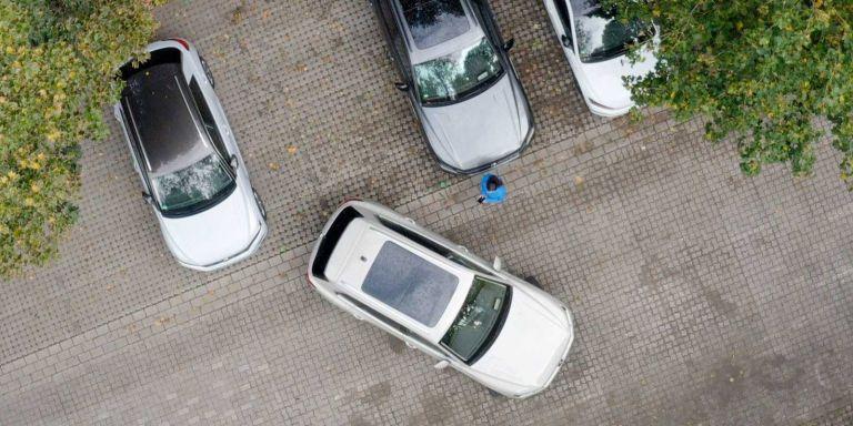 Το νέο VW Touareg μπορεί να παρκάρει μόνο του μέσα από το κινητό | tanea.gr