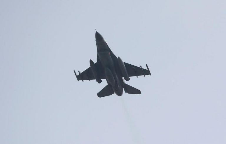 Τέσσερα τουρκικά F-16 πέταξαν πάνω από τους Ανθρωποφάγους το πρωί της Τετάρτης   tanea.gr