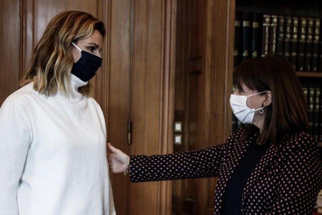 Στο Προεδρικό η Σοφία Μπεκατώρου μετά από πρόσκληση της Κατερίνας Σακελλαρόπουλου