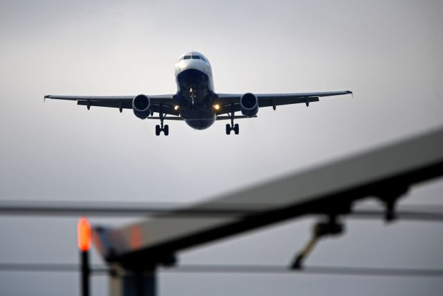 Βρετανία : Η ανησυχία για το παραλλαγμένο στέλεχος κοροναϊού από τη Βραζιλία έφερε αναστολή πτήσεων | tanea.gr
