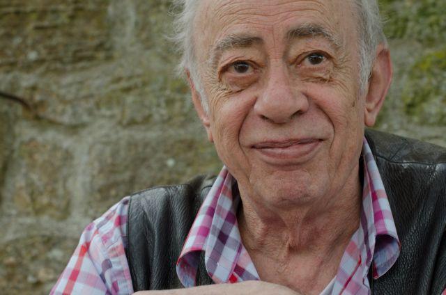Βασίλης Αλεξάκης : Πέθανε ο σπουδαίος συγγραφέας   tanea.gr