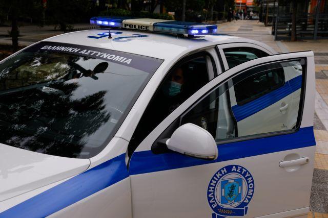 Έβγαλε τη μάσκα και έφτυσε τους αστυνομικούς κατά τη διάρκεια ελέγχου   tanea.gr