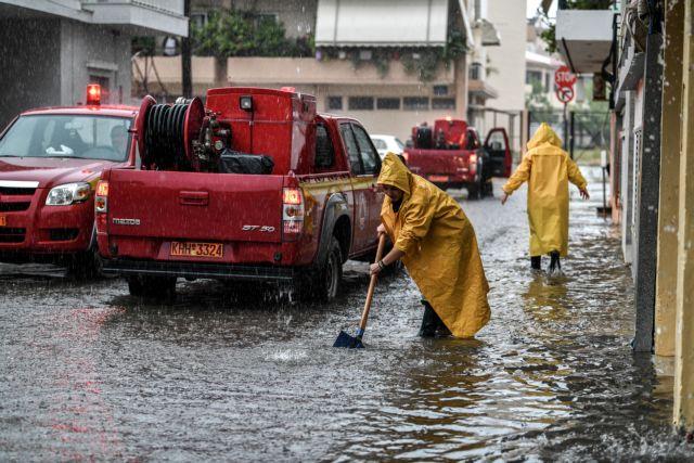 Αγχίαλος : Πλημμύρες από τη δυνατή νεροποντή – Εγκλωβίστηκαν άνθρωποι σε αυτοκίνητο | tanea.gr