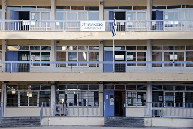 Προτεραιότητα για την κυβέρνηση το άνοιγμα Γυμνασίων και Λυκείων | tanea.gr