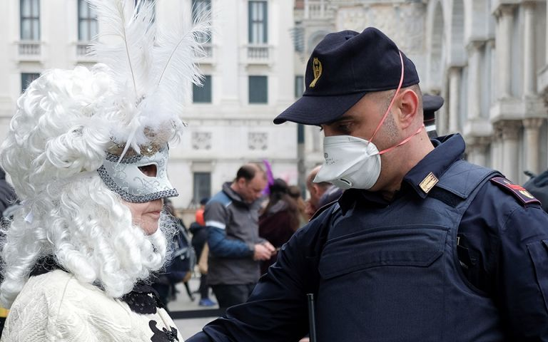 Παγώνη : Απόκριες με… ιατρικές μάσκες και φέτος | tanea.gr