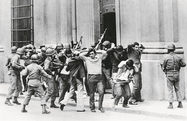 «Αυτόπτης μάρτυρας σε πραξικόπημα» - Εκείνοι που έζησαν ταραγμένες στιγμές της Ιστορίας | tanea.gr