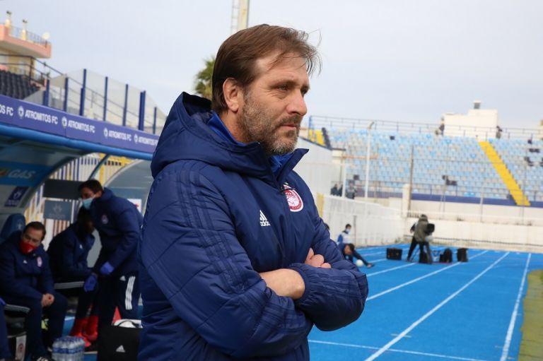 Μαρτίνς : «Παίξαμε παρα πολύ καλά, σημαντική νίκη σε δύσκολη έδρα»   tanea.gr
