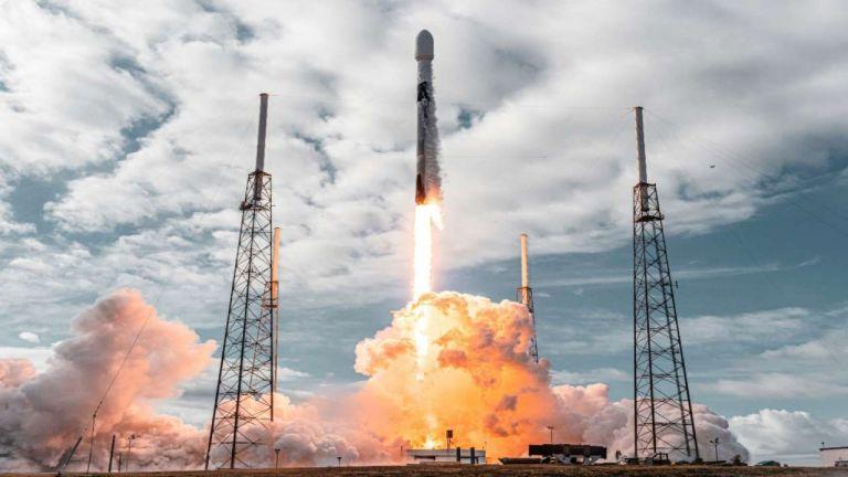 Παγκόσμιο ρεκόρ SpaceX με ταυτόχρονη εκτόξευση 143 δορυφόρων   tanea.gr