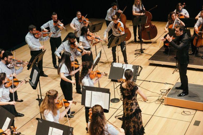 Η Ελληνική Συμφωνική Ορχήστρα Νέων βρήκε νέα στέγη στο Μέγαρο Μουσικής Αθηνών   tanea.gr