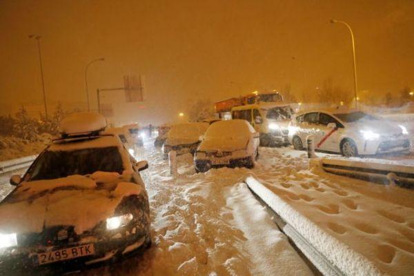 Ισπανία : Ασύλληπτες εικόνες από την χιονοθύελλα – Η χειρότερη χιονόπτωση των τελευταίων 50 ετών | tanea.gr