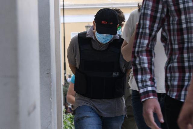 Ψευτογιατρός : Στον ανακριτή ο 47χρονος – Ποιες κατηγορίες αντιμετωπίζει | tanea.gr