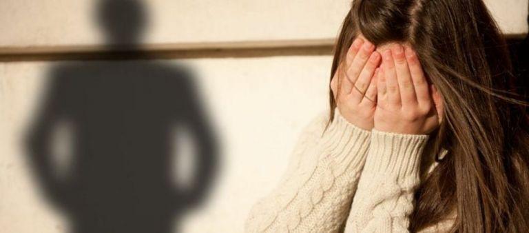 Κρήτη : Σύλληψη 43χρονης ύστερα από καταγγελία της ανήλικης κόρης της για ξυλοδαρμό | tanea.gr