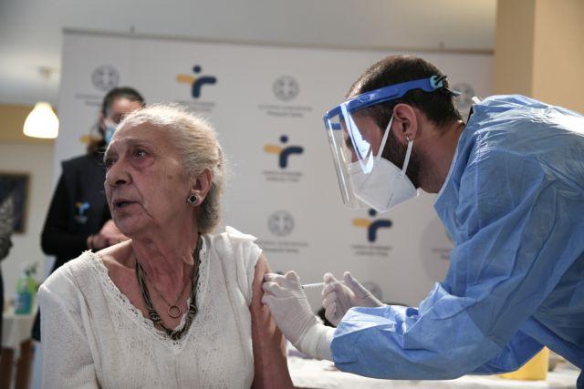 ΠΟΕΔΗΝ: Εμπόδια με τον εμβολιασμό των ηλικιωμένων – Τα νοσοκομεία δεν μπορούν να είναι εμβολιαστικά κέντρα | tanea.gr