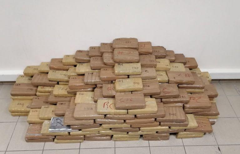 Θεσσαλονίκη: Ευρεία αστυνομική επιχείρηση – Κατάσχεση 300 κιλών κοκαΐνης | tanea.gr