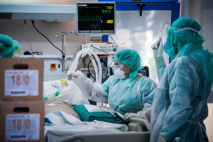 Κοροναϊός : Κόντρα γιατρών και υπ. Υγείας για τους θανάτους εκτός ΜΕΘ | tanea.gr