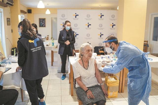 Εμβόλιο : Την πρώτη μέρα εμβολιάστηκε το 93,7% των 85 και άνω που είχαν κλείσει ραντεβού | tanea.gr