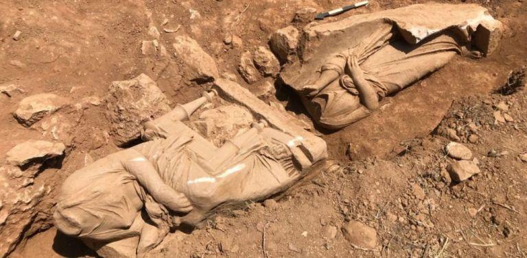 Σπουδαία αρχαιολογική ανακάλυψη στην Παιανία: Επιτύμβιο μνημείο με δυο γυναικείες μορφές | tanea.gr