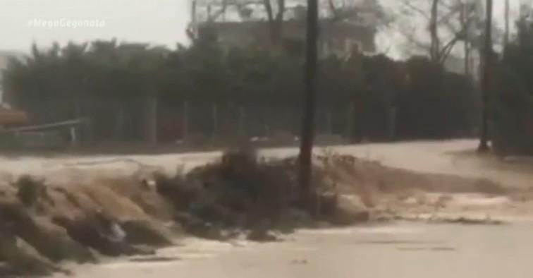 Κακοκαιρία : Σοβαρά προβλήματα και πλημμύρες σε Σέρρες και Μενίδι | tanea.gr