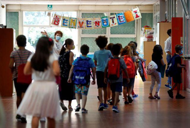 Σχολεία : Πώς θα γυρίσουν πίσω στις τάξεις οι μαθητές δημοτικών και νηπιαγωγείων τη Δευτέρα | tanea.gr