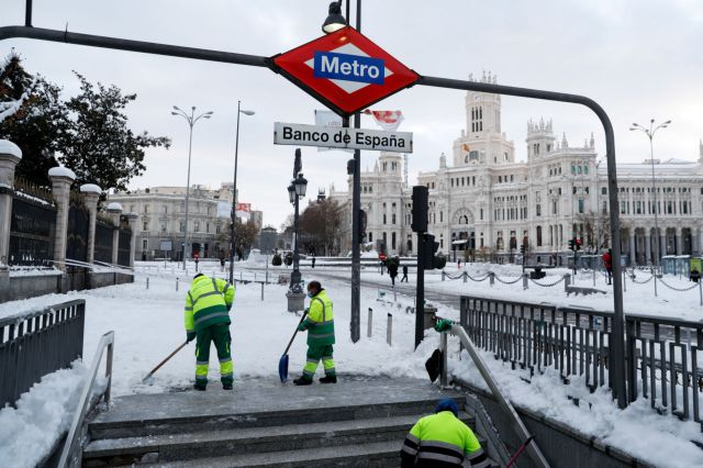 Ισπανία : Σφοδρή χιονοθύελλα παρέλυσε τα κεντρικά της χώρας | tanea.gr
