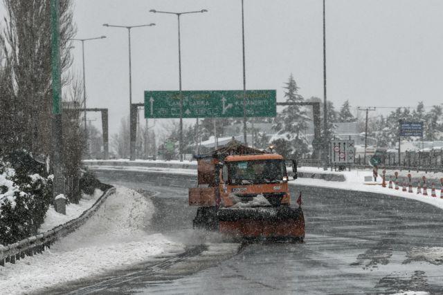 Σε ποιες περιοχές απαγορεύεται η κυκλοφορία των οχημάτων λόγω του χιονιά – Πού είναι απαραίτητες οι αλυσίδες | tanea.gr