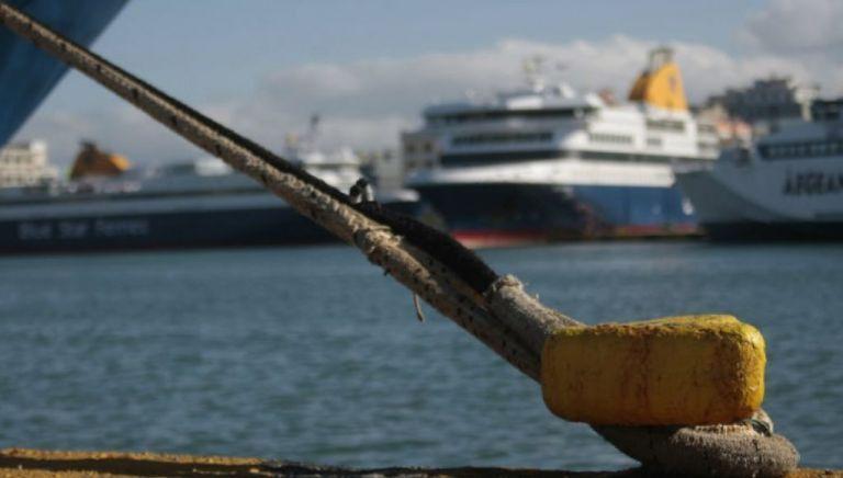 Δεμένα τα πλοία ανοιχτού τύπου στα λιμάνια Κέρκυρας και Ηγουμενίτσας εξαιτίας θυελλωδών ανέμων | tanea.gr