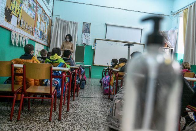 Εξαδάκτυλος : Σαφέστατα το άνοιγμα των σχολείων αύξησε τα κρούσματα | tanea.gr