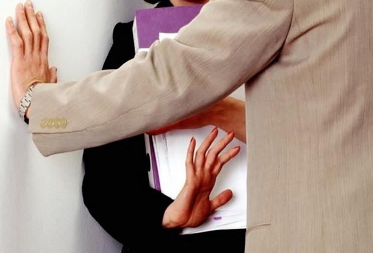 Ερευνα-σοκ : Καταγγέλλει σεξουαλική παρενόχληση... ένας στους δύο εργαζόμενους   tanea.gr