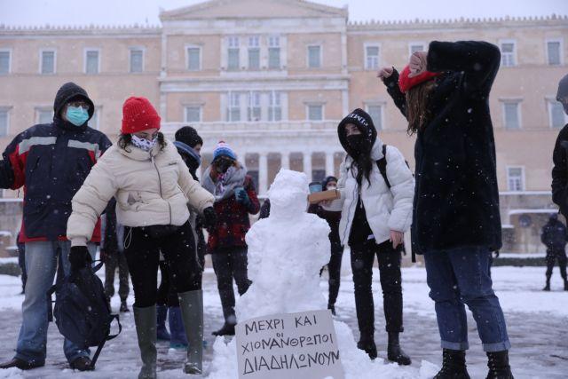 Οσο πέφτει η θερμοκρασία τόσο αυξάνεται η μεταδοτικότητα του κοροναϊού | tanea.gr
