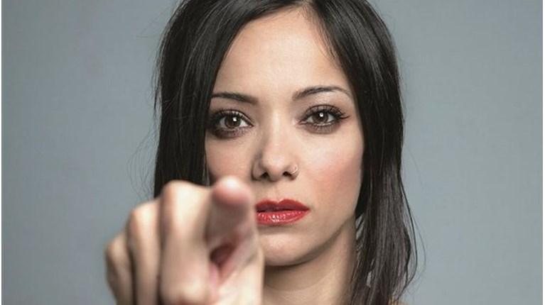 Κατερίνα Τσάβαλου : «Ήμουν για δύο χρόνια με κρίσεις πανικού» | tanea.gr
