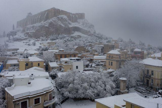 Στα «λευκά» η Αττική - Προβλήματα σε όλο το Λεκανοπέδιο – Πώς θα εξελιχθεί η κακοκαιρία | tanea.gr