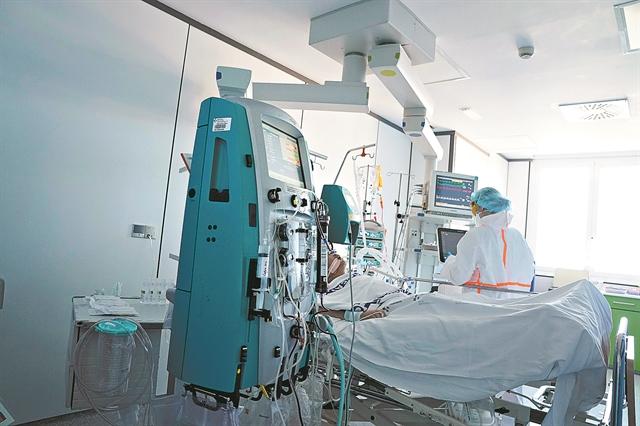 ΠΟΕΔΗΝ : Ρεκόρ εισαγωγών στα νοσοκομεία της Αττικής – Να γίνει άμεσα επίταξη των ιδιωτικών ΜΕΘ | tanea.gr