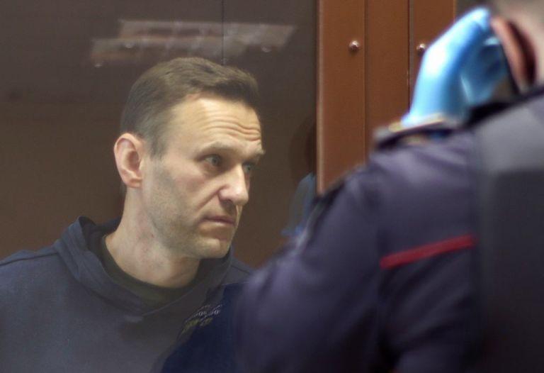 Ρωσία : «Πέθανε αιφνιδίως» ο γιατρός που είχε αναλάβει τον Αλεξέι Ναβάλνι μετά την επίθεση με δηλητήριο | tanea.gr