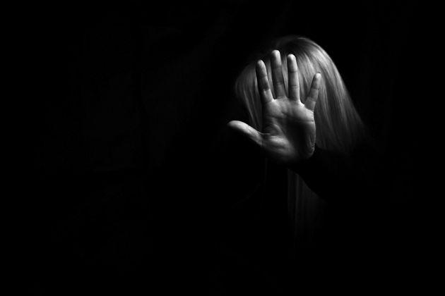 «Ηθοποιός με χτύπησε και αποπειράθηκε να με βιάσει» | tanea.gr