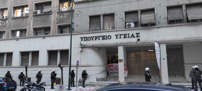 Παρέμβαση υπέρ του Κουφοντίνα από αλληλέγγυους στο υπουργείο Υγείας | tanea.gr