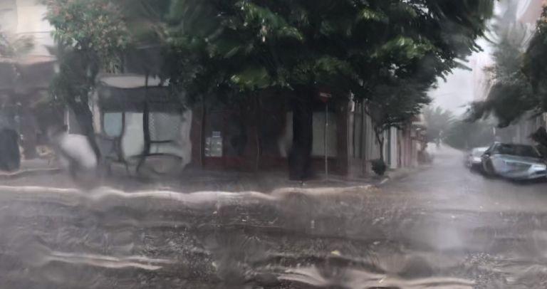 Εγκλωβισμένοι λόγω ισχυρής βροχόπτωσης μαθητές και εκπαιδευτικοί σε δημοτικό σχολείο στην Αλεξανδρούπολη | tanea.gr