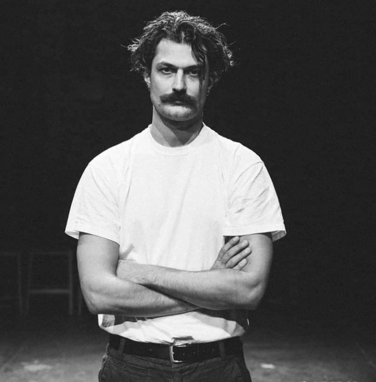 Απόστολος Καμιτσάκης για σκηνοθέτη : Μου ζήτησε να γδυθώ, να αυτοϊκανοποιηθώ ή να ουρήσω σε κάποια γωνία | tanea.gr