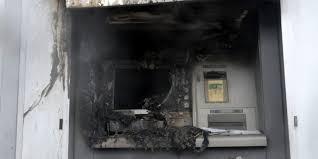 Εμπρηστική επίθεση με γκαζάκια σε ΑΤΜ στου Γουδή   tanea.gr