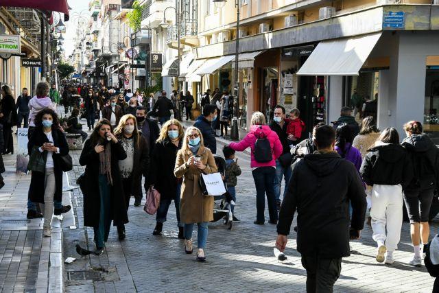 Προς παράταση εκπτώσεων – Σενάρια για νέο πενταψήφιο μόνο για ψώνια | tanea.gr