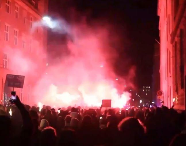 Διαδηλώσεις στην Ευρώπη κατά των περιοριστικών μέτρων από αρνητές του κοροναϊού | tanea.gr