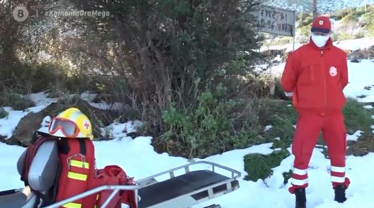 Απεγκλωβισμοί από τον Ερυθρό Σταυρό κατά τη διάρκεια του χιονιά | tanea.gr