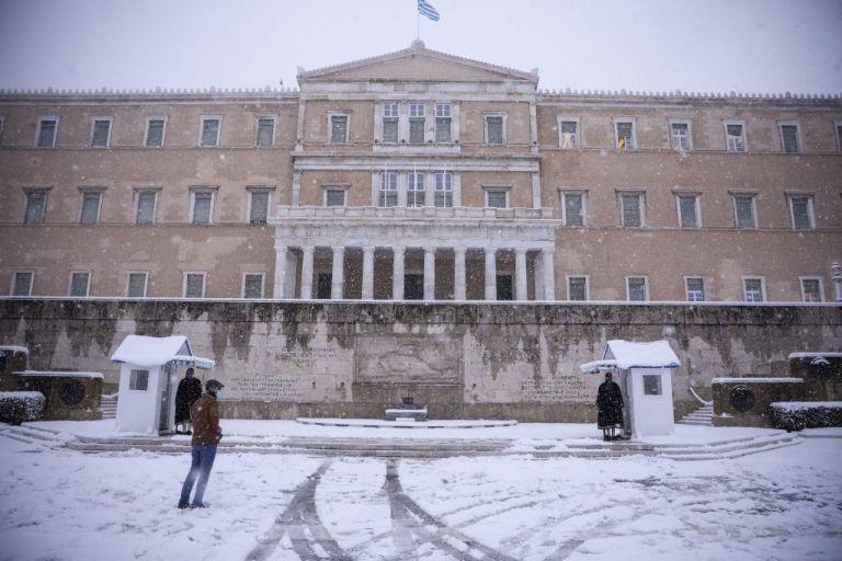 Κοροναϊός: Η πανδημία «γονατίζει» την Αττική | tanea.gr
