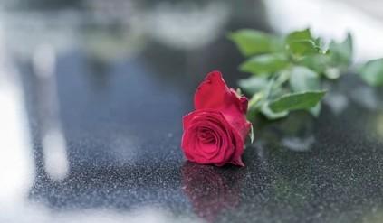 Σπαρακτικό αντίο στην 9χρονη μαθήτρια που έφυγε από αλλεργικό σοκ | tanea.gr
