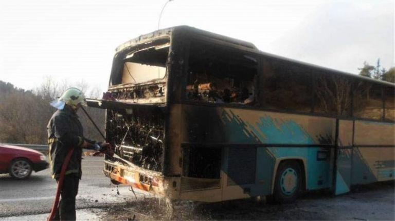 Στις φλόγες λεωφορείο με 48 επιβάτες στο Μαρτίνο – Βίντεο από τη φωτιά | tanea.gr