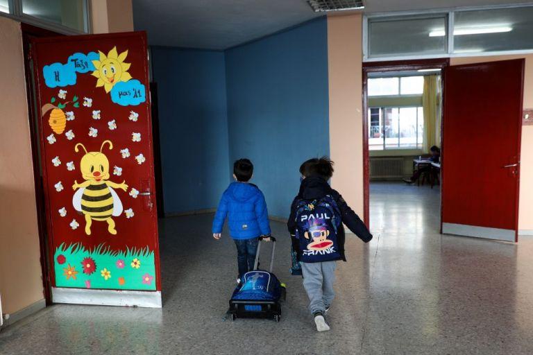 Κοροναϊός : Κάτω των 17 ετών ένα στα οκτώ κρούσματα | tanea.gr
