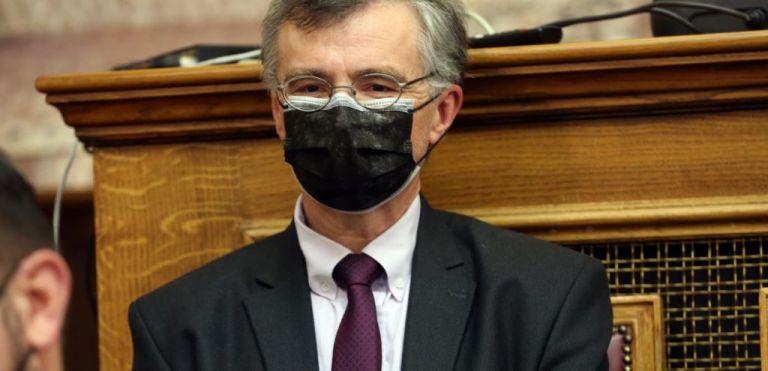 Πληθαίνουν οι φωνές για υποχρεωτική χρήση της διπλής μάσκας – Η έρευνα του CDC και το παράδειγμα Τσιόδρα | tanea.gr