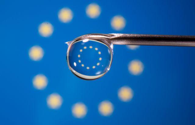 Politico: Πρόβλεψη για εμβολιασμό στην ΕΕ έως τέλος Αυγούστου | tanea.gr