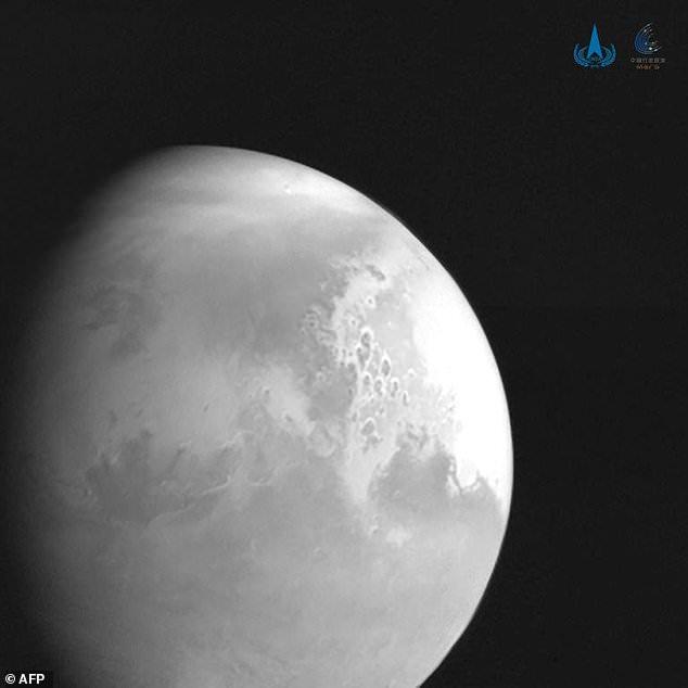 Tianwen 1: Οι πρώτες εικόνες που κατέγραψε από τον Άρη το κινεζικό διαστημόπλοιο   tanea.gr