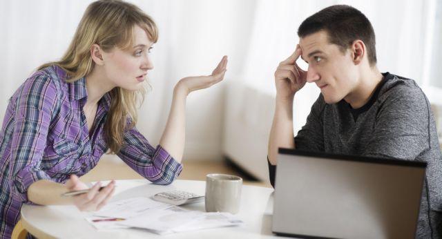 Ποια ζευγάρια πρέπει να κάνουν υποχρεωτικά ξεχωριστή δήλωση στην Εφορία | tanea.gr